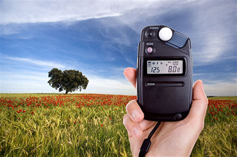 handheld light meter for photography which is best spot center weight or matrix metering