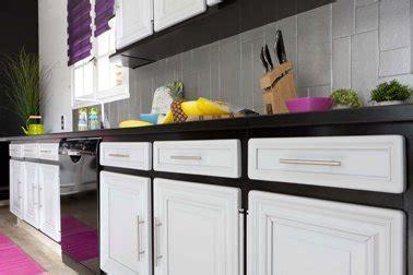 couleur peinture meuble cuisine repeindre meubles de cuisine couleur noir et blanc peinture gripactiv v33