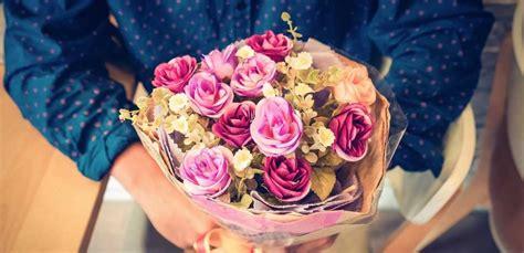 regalare fiori a un uomo fiori per san valentino quali regalare a un uomo leitv