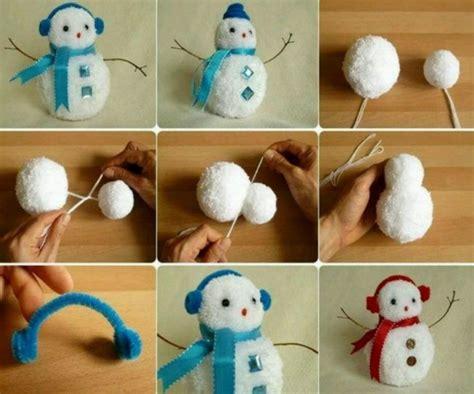 weihnachtssachen zum selber basteln weihnachtsdeko selber basteln schneemann bommeln anleitung rot blau schneemann