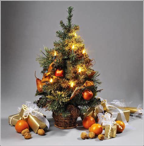 weihnachtsbaum mit beleuchtung weihnachtsbaum mit beleuchtung und beleuchtung