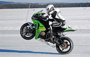 Image De Moto : glace et vitesse un nouveau record sur la roue arri re moto magazine leader de l ~ Medecine-chirurgie-esthetiques.com Avis de Voitures
