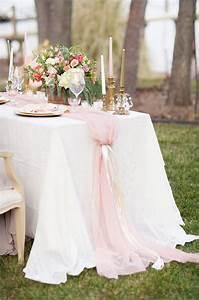 Nappe Rose Pale : une belle d coration de mariage en rose et or ~ Teatrodelosmanantiales.com Idées de Décoration