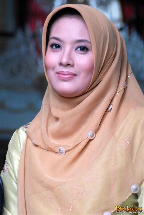 Fesyen Cellebritys Koleksi Foto Jilbab Artis Untuk