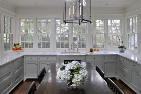 The Peak Of Très Chic Kitchen Trend No Upper Cabinets