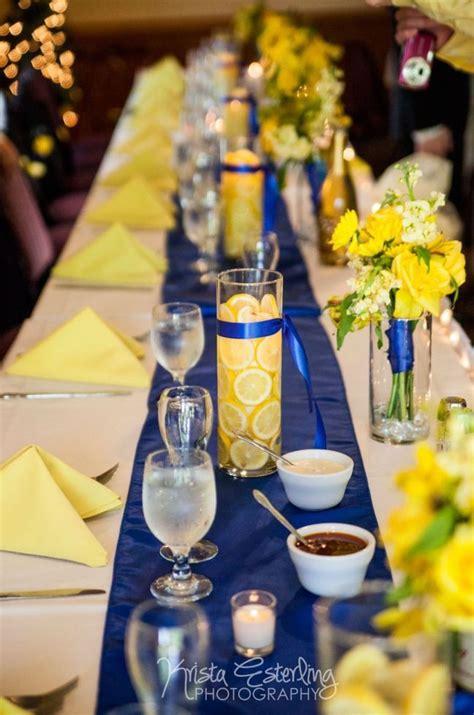 table de mariage jaune  bleu marine deco mariage jaune