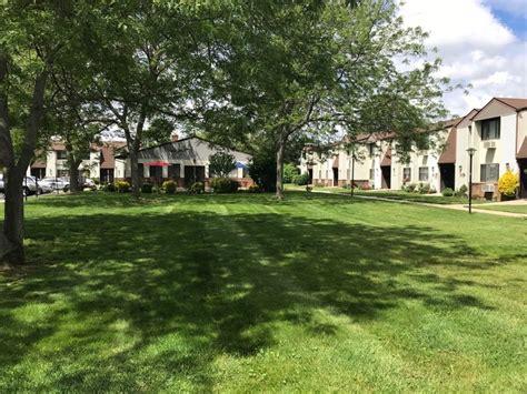 lakeside garden apartments lakeside garden 55 rentals copiague ny apartments