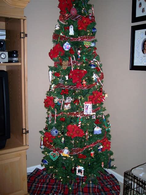 adorable skinny christmas tree decorations ideas