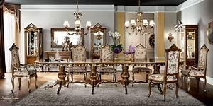 Sala da pranzo in massello di noce con sedie imbottite ricamate a mano Sale da pranzo