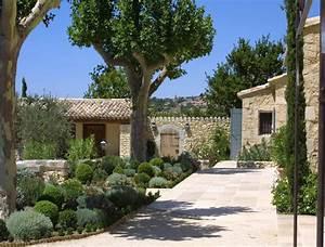maisons neuves dans le luberon un mas provencal en With good amenagement de jardin avec piscine 5 photo maison provencale pierre