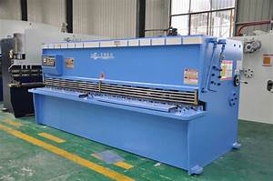 Hydraulic Cnc Sheet Metal Cutting Machine Working In Cut