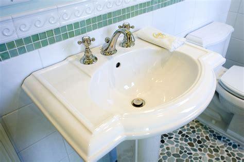 pros cons  basics  pedestal sinks