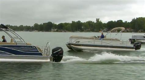 Boat Manufacturers In Indiana by 187 Luxury Pontoon Boats Maximum Relaxation