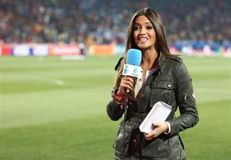 reporter olahraga  cantik  seksi bikin pria