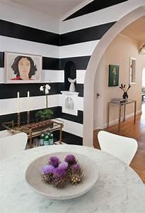 Wandfarben Wohnzimmer Beispiele : wandfarbe ideen mit elegnaten streifen in schwarz und wei ~ Markanthonyermac.com Haus und Dekorationen