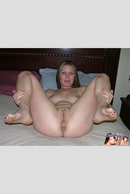True Amateur Models presents Gracie in Amateur young spreader - Nerd Nudes