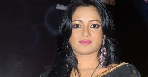 anchor udaya bhanu  black transparent saree stills