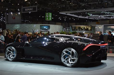 Unveiled at the 2019 geneva motor show it joins the divo as a derivative from (.) despite the unique bodywork and detailing, the la voiture noir remains a standard chiron under the hood, so performance is similar to the vehicle it. THE BUGATTI LA VOITURE NOIRE. GENEVA INTERNATIONAL MOTOR SHOW 2019. New car news. - Webloganycar