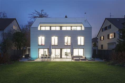 Zwei Einfamilienhaeuser In Stuttgart by Satteldach Mit Pool Wohnhaus Bottega Ehrhardt In