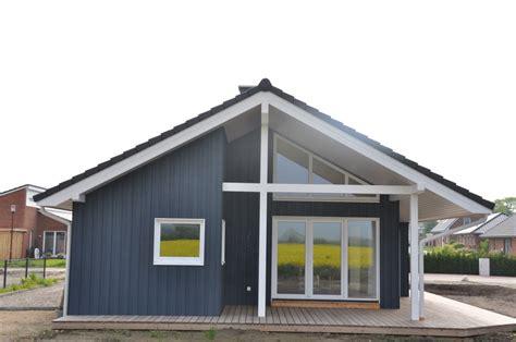 Blaues Ebenerdiges Schwedenhaus Aus Holz  Thams Häuser
