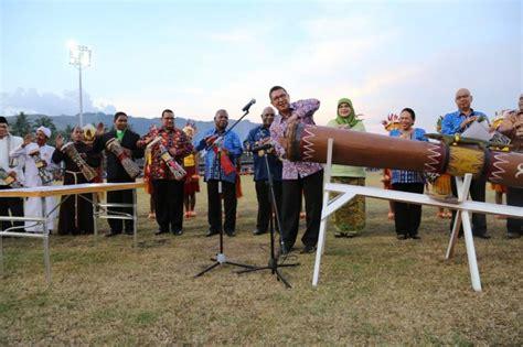 Papua memiliki banyak suku, bahkan hingga mencapai 25 suku. 11 Alat Musik Papua - Lengkap Beserta Penjelasan, Gambar, dan Mitos