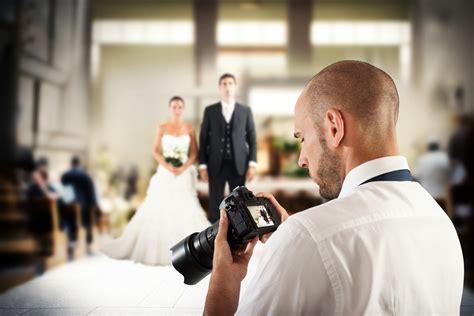 save money   wedding photographer thrifty