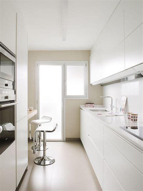 decoracion cocinas alargadas  decoracion de interiores fachadas  casas como organizar