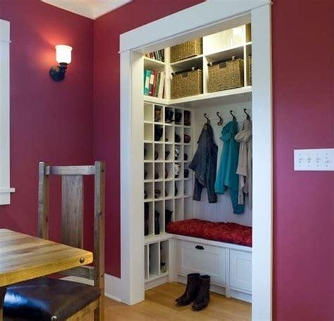 idee de rangement pour garde robe pour le placard de l entr 233 e de l espace du rangement un banc et visuellement plus d espace