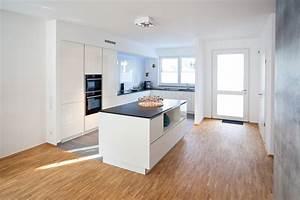 Moderne Küche Mit Kochinsel Holz : moderne k chen mit kochinsel wei ~ Bigdaddyawards.com Haus und Dekorationen
