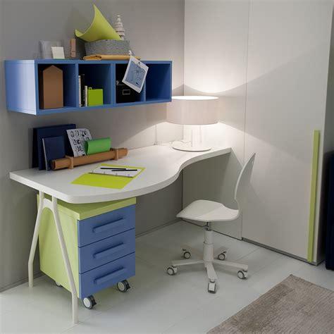 scrivanie ikea camerette scrivania colorata per cameretta cerco scrivania per