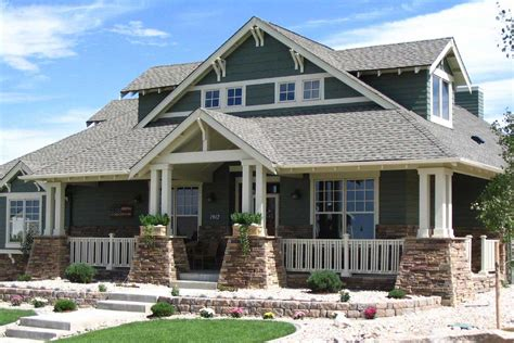 Art & Crafts House Plan With 4 Bedrooms