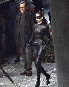 The Dark Knight Rises: Catwoman Anne Hathaway shows off ...