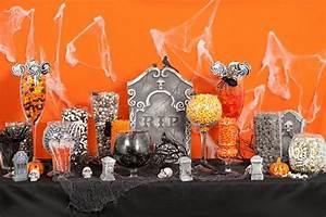 Buffet Halloween : 27 halloween accessories to make your wedding spooktacular ~ Dode.kayakingforconservation.com Idées de Décoration