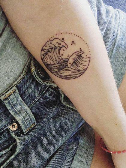 filigrane tattoos handgelenk das sind die coolsten vorlagen f 252 r kleine tattoos ideas wellentattoo filigrane