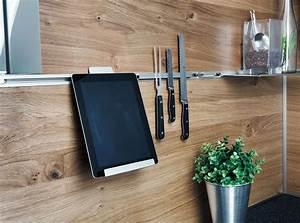 Arbeitsplatte Küche Verlängern : funktionsr ckwand system mit tablethalter und magnetprofil von ewe k chen alles offen alles ~ Markanthonyermac.com Haus und Dekorationen