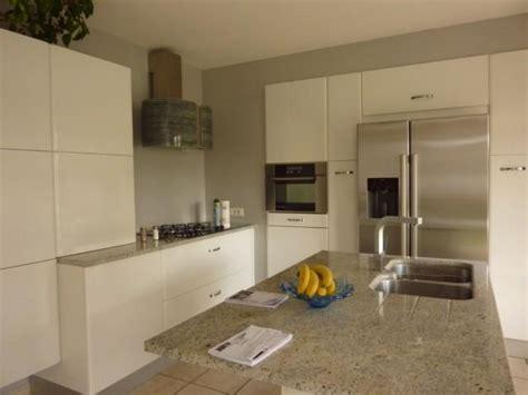 granit blanc cuisine cuisine en laque brillante coloris blanc et granit l p n