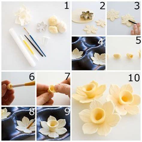 fleur en p 226 te d amande les bases de la patiserie le fondant jonquilles et simple