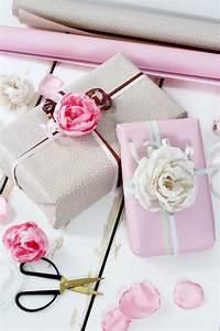 Weinflasche Verpacken Selber Machen : stoffblumen selber machen kreative diy anleitung diy geschenke selber machen diy geschenke ~ Watch28wear.com Haus und Dekorationen