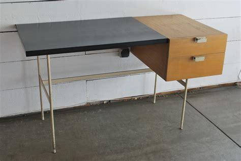 paulin bureau bureau cm 141 lacqué blanc de paulin edition thonet