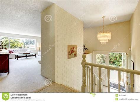 chambre salon am駭agement intérieur de chambre salon avec des escaliers au d 39 entrée photo stock image 41432882