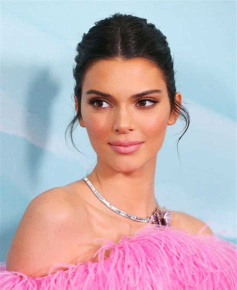 kendall jenner attends tiffany   flagship store launch  sydney celeb donut