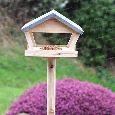 mangeoire a oiseau table mangeoire sur piquet en bois et zinc hauteur 140cm