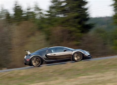 The mansory linea vincero d'oro version of the bugatti veyron adds a carbon fiber aerodynamics kit and gold details on the grille, the tires, the door handles and gas tank. 2018 Mansory Bugatti Veyron Linea Vincero   Car Photos Catalog 2019