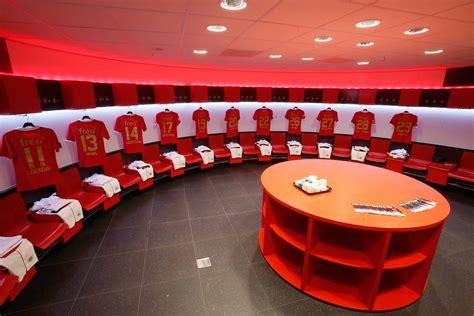 de kleedkamer van psv behoort absoluut tot een van de mooiste van europa voetballoopbaannl