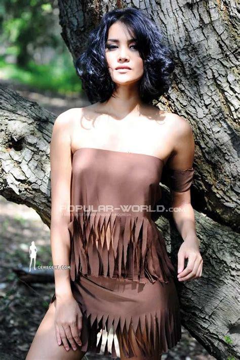 Laras Monca Model Majalah Popular World April 2013 Part 1