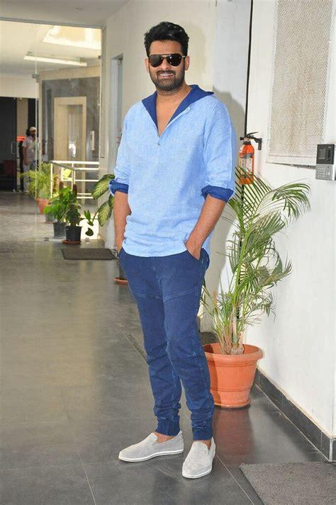 It could be allu arjun's bracelet, vijay deverakonda's jacket, mahesh babu's stylish jeans, the formal looks of tiger jr. Prabhas, Allu Arjun, Vijay Deverakonda's Sporty Fashion ...