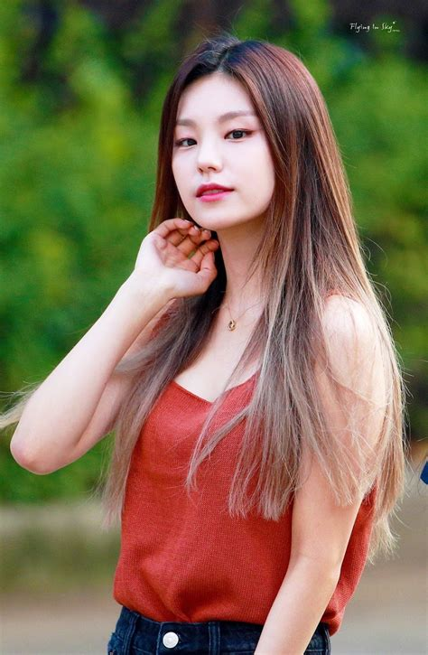 Just 10 Rare Occasions When ITZY's Yeji Wore Her Hair Down ...