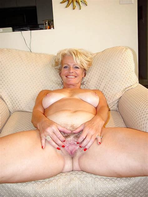 Justine A Mature Blonde Posing In The Living Room Pics Xhamster Com