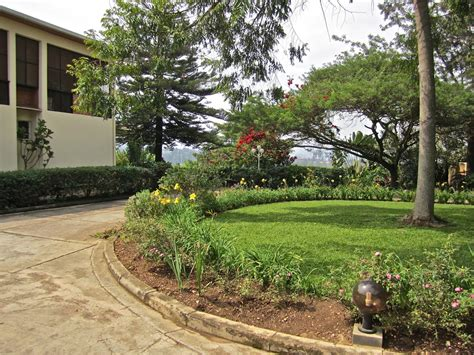 semi circle driveway ideas landscaping design ideas for landscaping parking strips