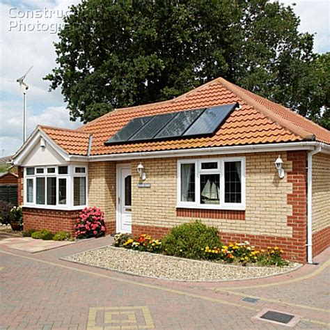 Bungalow Mit Ausgebautem Dach by A088 06242 Solar Heating Panels On A Bungalow Roof